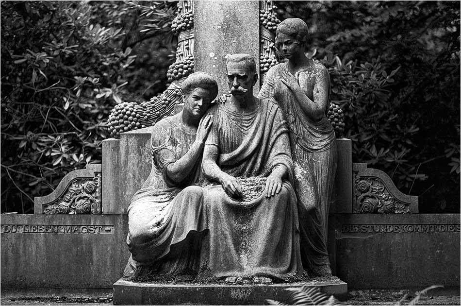 Grabmal Klein / Reichel / Howoldt / Wenk (1918) – Friedhof Ohlsdorf — Michael Wassenberg