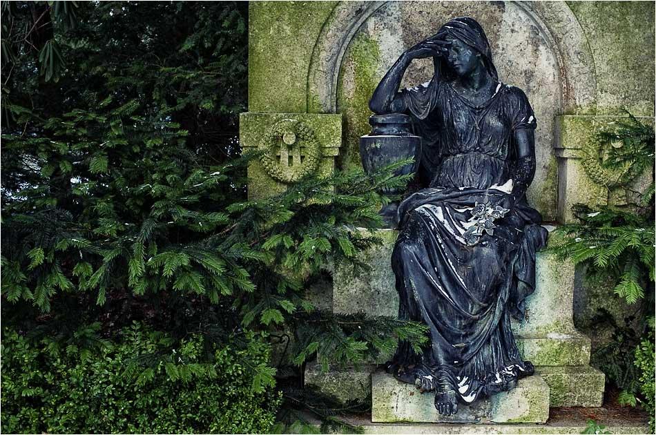 Trauernde – Friedhof Ohlsdorf