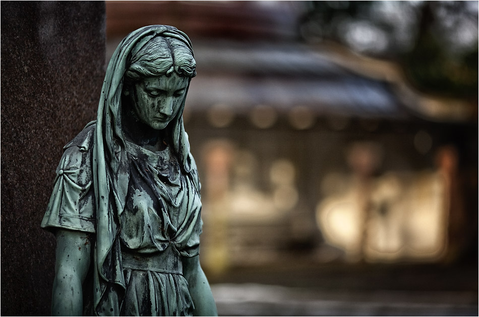 Weibliche Statue – Friedhof Ohlsdorf