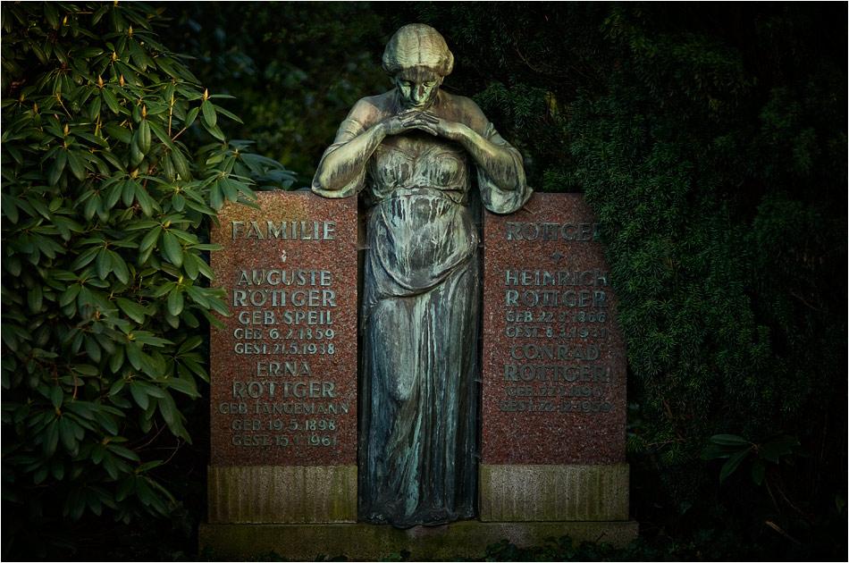 Grabmal Röttger (1931) – Friedhof Ohlsdorf — Michael Wassenberg