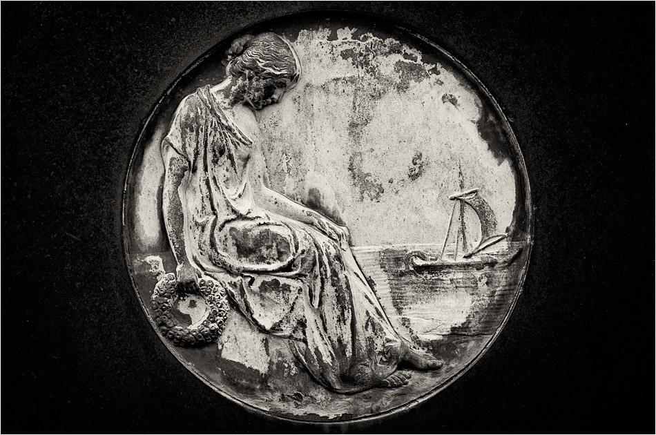 Medaillon mit Frau – Friedhof Ohlsdorf