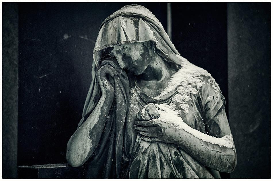 Weibliche Statue — Friedhof Ohlsdorf — Michael Wassenberg