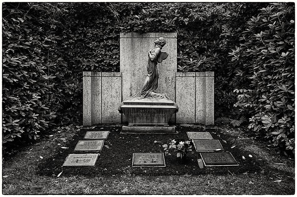 Grabmal Meyer (1928) — Friedhof Ohlsdorf — Michael Wassenberg