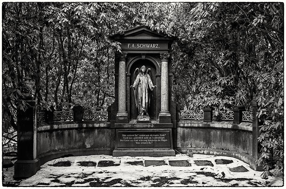 Grabmal Schwarz (1904) — Friedhof Ohlsdorf — Michael Wassenberg