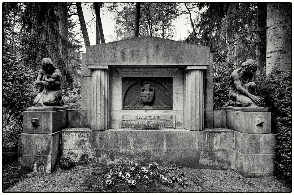 Grabmal Lehmann/Martens (1914) · Friedhof Ohlsdorf · Michael Wassenberg · 2017-05-01