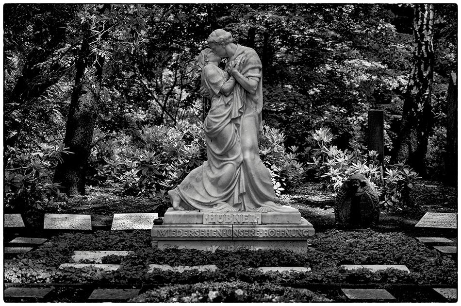 Grabmal Kirch (1938) · Friedhof Ohlsdorf · Michael Wassenberg · 2017-06-04