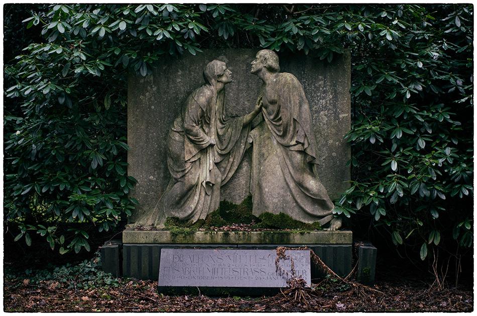 Grabmal Mittelstrass (1914) · Friedhof Ohlsdorf · 2017-12-25