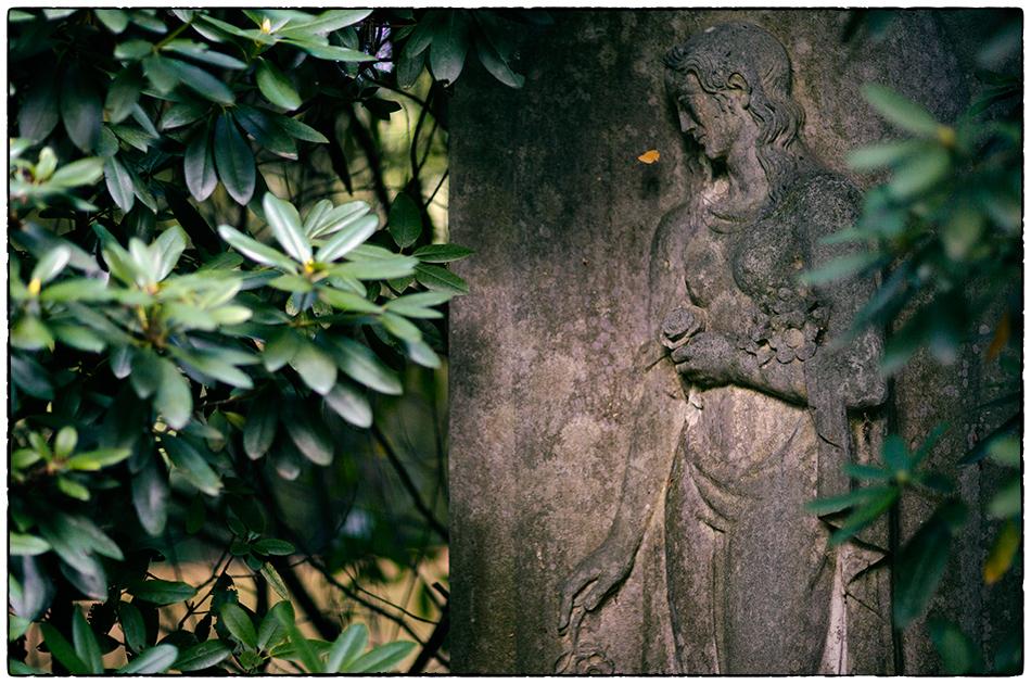 Weibliche Figur · Friedhof Ohlsdorf · Michael Wassenberg · 2018-10-03