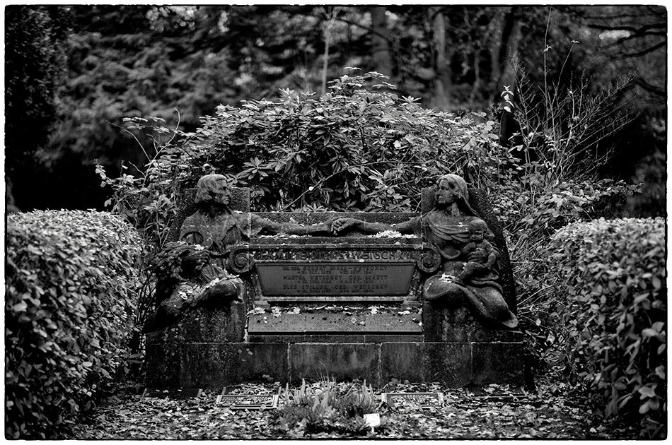 Grabmal Dirks-Wetschky (1921) · Friedhof Ohlsdorf · Michael Wassenberg · 18.11.2018