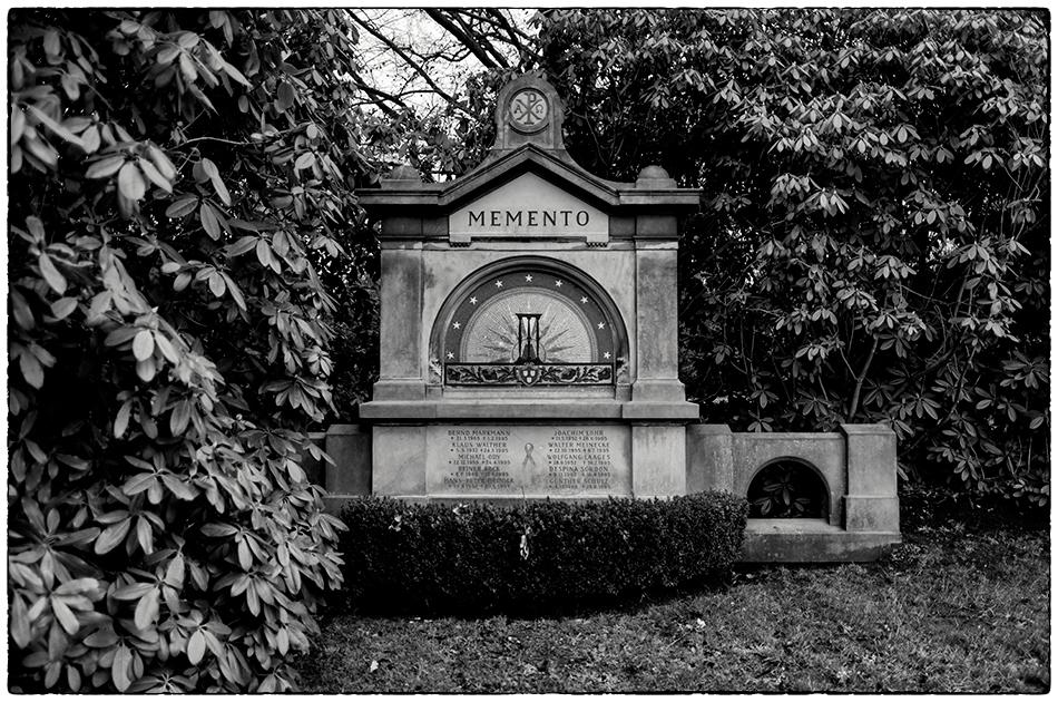 Memento I – Gemeinschaftsgrabstätte für Menschen mit AIDS · Friedhof Ohlsdorf · Michael Wassenberg · 22.12.2019